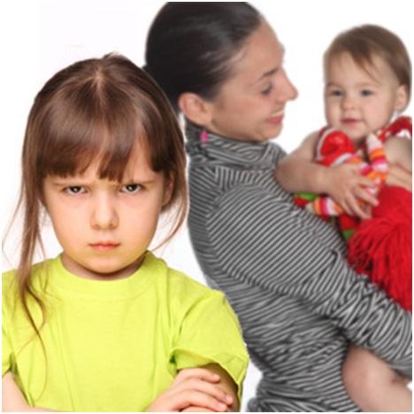 Почему старший ребенок ревнует к младшему?