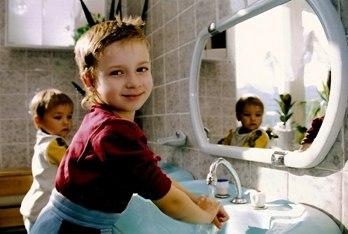 Ребёнок не хочет умываться. Что делать? Проблемы воспитания детей