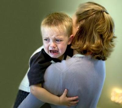 Ребенок бьется головой: что делать — советы педиатра
