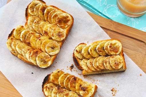Банановые тосты с ореховым маслом