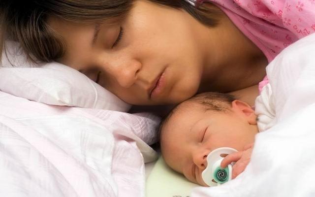 Кормить ли ребёнка ночью?