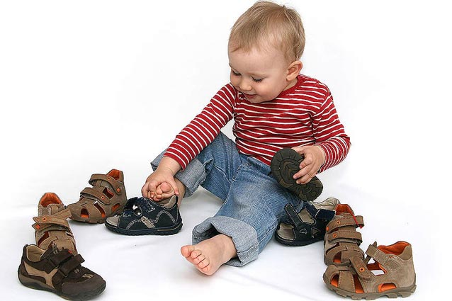 Покупаем обувь малышу