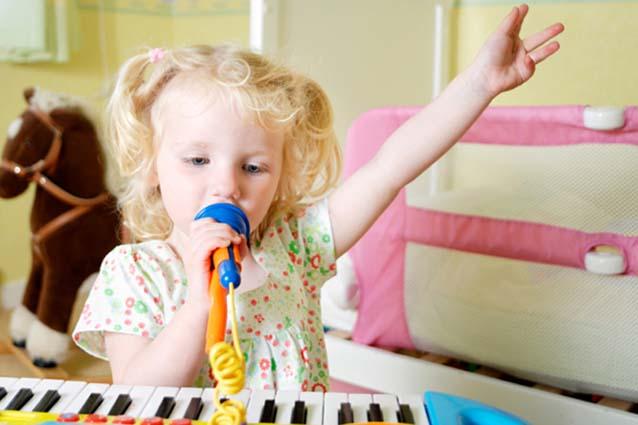 Как научить малыша петь?
